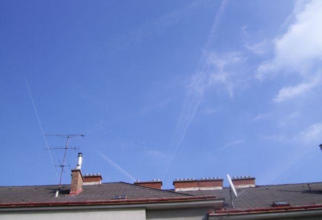 chemtrails-sehr-fein-blauer-himmel-mit-schleier-u-streifen-wien-am-30-9-2014